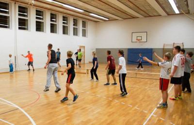 Völkerball ist der Lieblingssport der Jugendfeuerwehr und der Feuerwehr in Bleckede. Foto: Schmidt