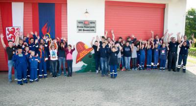 Am Feuerwehrhaus in Bevenrode trafen sich die teilnehmenden Jugendfeuerwehren.