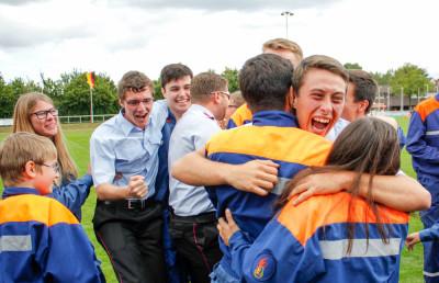 Oft sind es gemeinsame Erfolge, die Jugendliche und Erwachsene zusammenschweißen. Auch dadurch entsteht Sozialkompetenz. Foto: Kutzner
