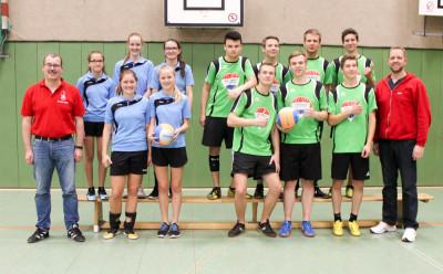 """Die """"großen"""" Gewinner des Diepholzer Volleyballturniers: Siedenburg (links) und Nordwohlde. Foto: Kreisfeuerwehr Diepholz"""