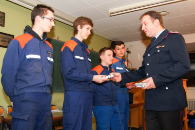 Einige Mitglieder der Jugendfeuerwehr Bomlitz traten in die Einsatzabteilung über. Foto: Klamet