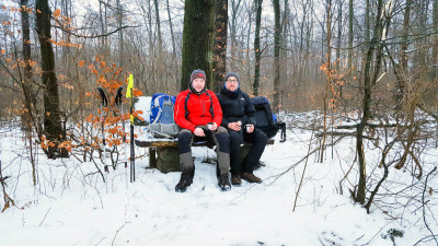 Für die beiden Jugendbetreuer Marco Dittmer (links) und Axel Oppermann gab es unterwegs nach Bad Harzburg heiße Getränke. Foto: Dittmer