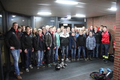 Gruppenbild der Jugendfeuerwehr bei der Eisdisco in Sande Foto: Janke