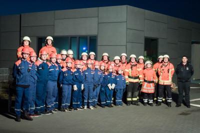 Beim Generationsdienst der Feuerwehr Wenden übten Jugendfeuerwehr und Einsatzabteilung gemeinsam. Foto: Brandes