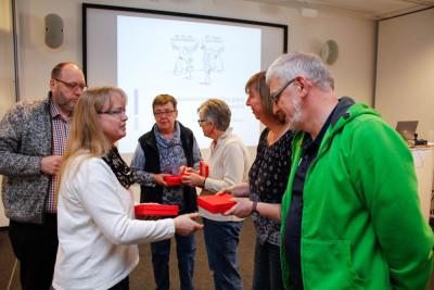 Landes-Jugendfeuerwehrwartin Anke Fahrenholz bedankte sich bei langjährigen Referenten. Foto: Kutzner