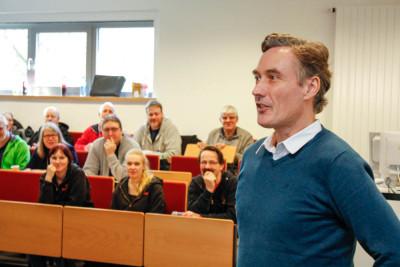 Argumentationstraining gegen Stammtischparolen mit Dr. Christian Boeser-Schnebel von der Universität Augsburg. Foto: Kutzner