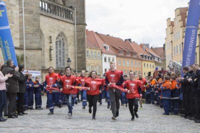 Gemeinsamer Zieleinlauf der Firefighter Friends und der Jugendfeuerwehrmitglieder der Stadt- und Kreisjugendfeuerwehr Osnabrück. Foto: Swaantje Hehmann