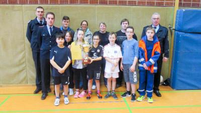 Die Jugendfeuerwehr Over-Bullenhausen ist die Jugendfeuerwehr des Jahres  2015 der Gemeindejugendfeuerwehr Seevetal. Foto: Schwanitz