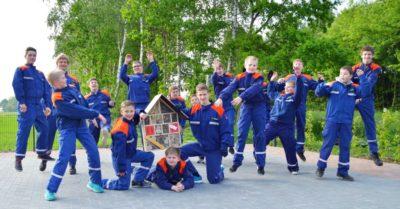 Die Feuerwehr-Jugend aus Messingen fliegt auf Insekten und wartet jetzt auf den Einzug der Nützlinge, Bestäuber und Schädlingsbekämpfer Foto: Klaus Smit