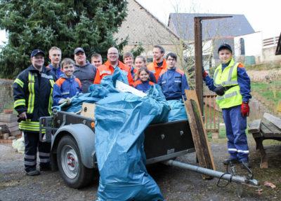 Die Jugendfeuerwehr Hehlen sammelte beim Umwelttag Müll rund um die Ortschaft.