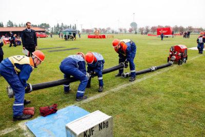 Mit der Saugleitung wurde Wasser aus dem offenen Gewässer für den Wettbewerb gepumpt. Foto: Henkel