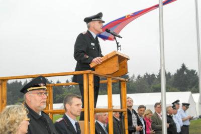 """""""Es ist schön, so viele Gruppen hier zu sehen"""", sagte Kreisjugendfeuerwehrwart Detlef Schröder bei der Eröffnung. Foto: Bachmann"""