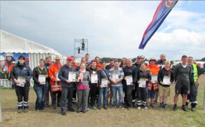 42 Helfer der Kreisjugendfeuerwehr Harburg erhielten die Ehrenamtskarte. Foto: Bachmann