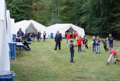 Das erste Zeltlager der Bleckeder Kinderfeuerwehren fand im Waldbad Alt Garge statt.