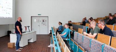 """Schüler der NABK informierten sich bei Frank Ziemann vom Niedersächsischen Verfassungsschutz über die """"Neue Rechte"""" – schwer zu identifizierende Rechtsextreme."""